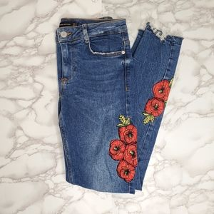 Zara Distressed Flower Embroided Jeans Size 2